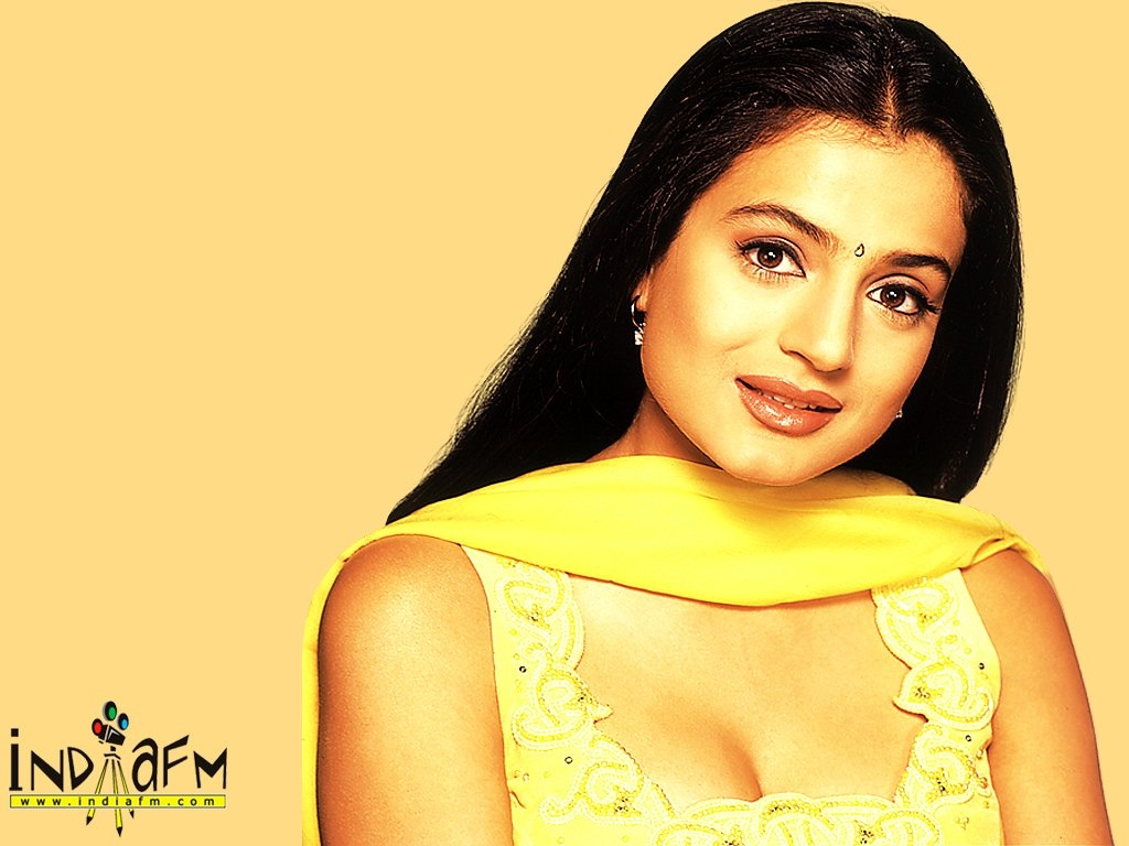 amisha patel hq wallpapers | amisha patel wallpapers - 5574