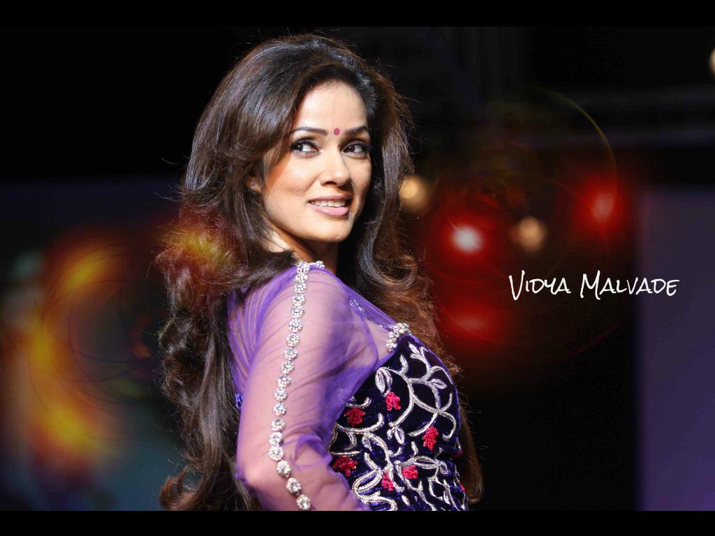 http://wallpapers.oneindia.in/ph-1024x768/2013/03/vidya-malvade_1364532139.jpg