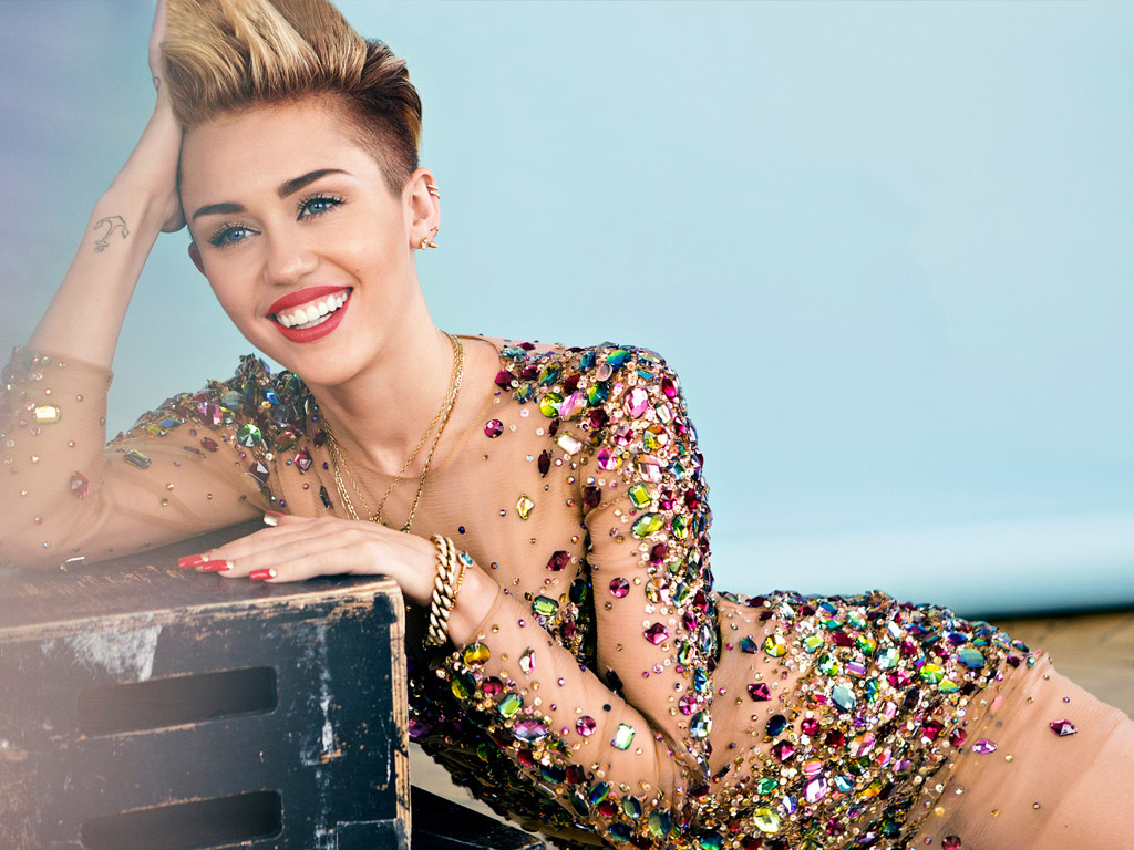 Miley Cyrus Hq Wallpapers Miley Cyrus Wallpapers 18095 Oneindia Wallpapers